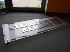 Ekspozytor logo 3d szkło, stal nierdzewna, do biura