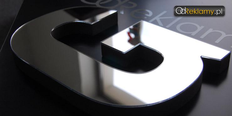 Litery z powierzchnią lustra